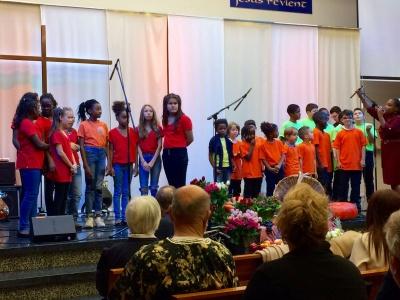 4_Louange avec la chorale d'enfants